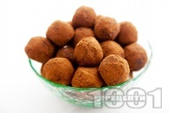 Трюфели от сушени плодове (кайсии, фурми, стафиди) с орехи и какао за десерт